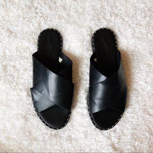 Universal Thread Black Sandals Size 8